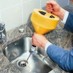 Устранение течей в трубах и засоров канализации -