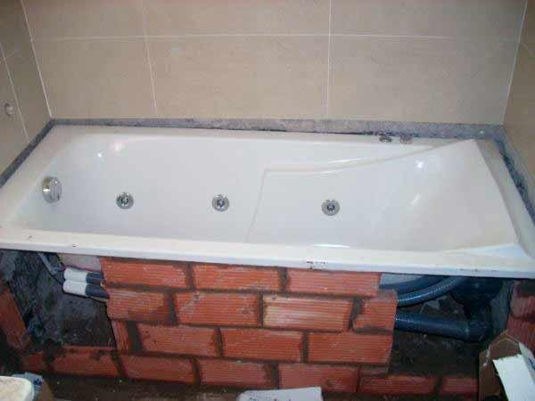 Пена под ванной
